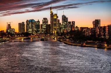 Frankfurt Skyline bei Sonnenuntergang
