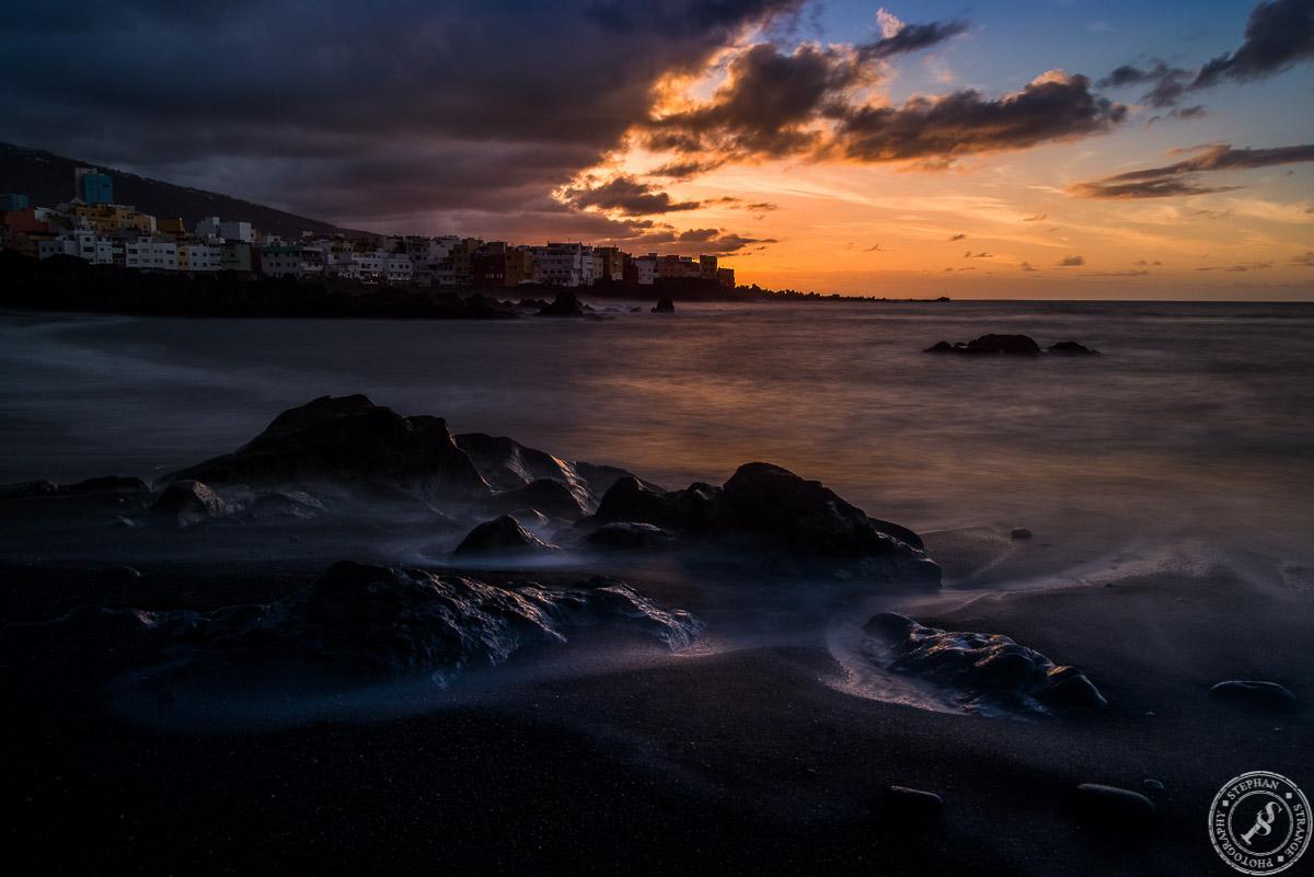 Wetterwechsel und Sonnenuntergang am Playa Jardin. Dem großen Strand von Puerto de la Cruz