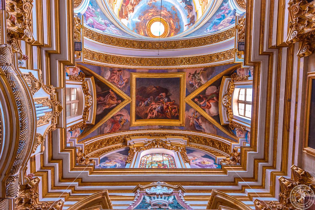 Die Saint Paul's Cathedral in Mdina auf Malta von innen.